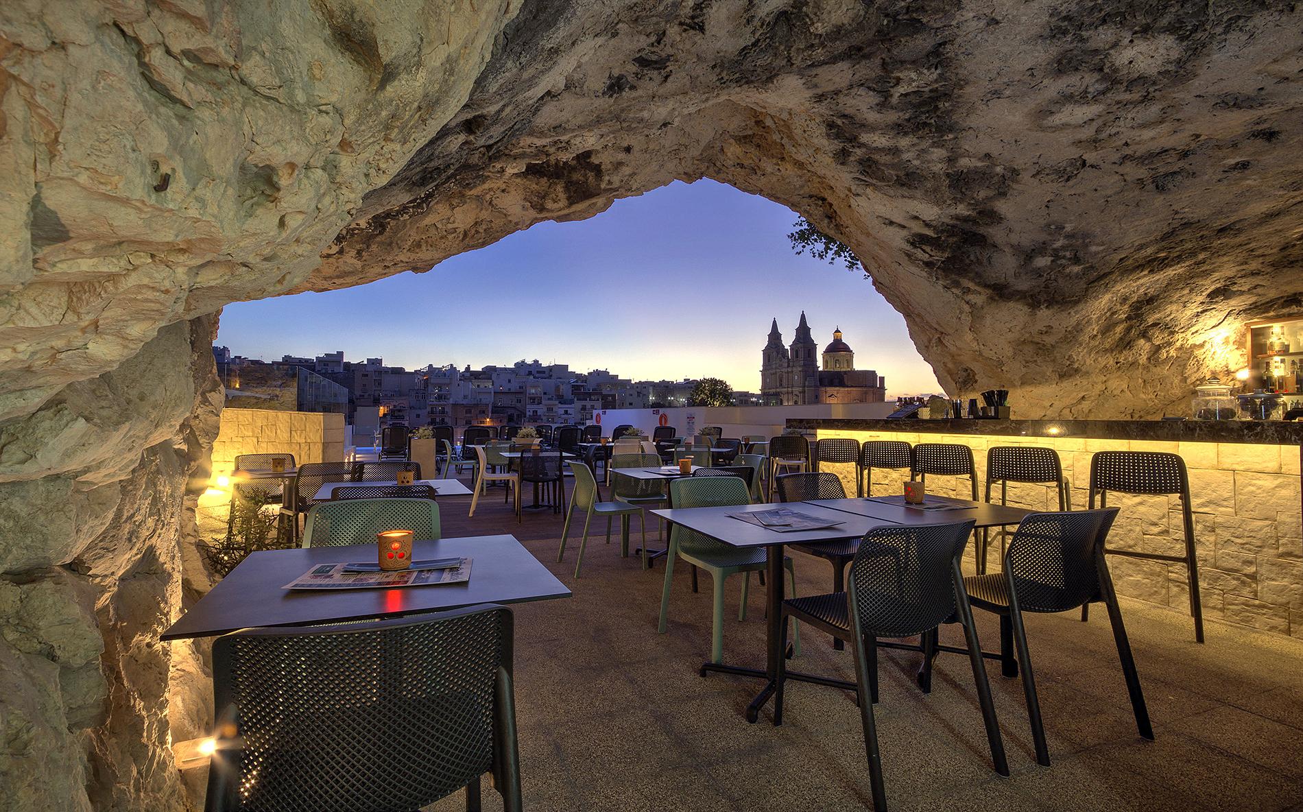 Cave-Bar-3